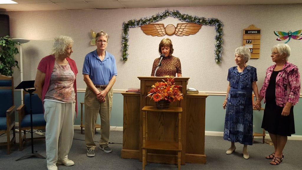 Board President Marilyn Renner, center, welcomes new members (from left) Joanne Griggs, Harry Kletcher, Margaret Klingman and Jerilyn Fraser, October 22, 2017.